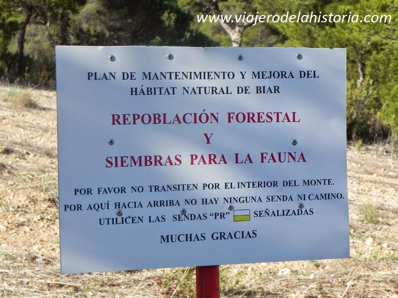 Fotografía de cartel informativo de repoblación forestal, Sierra del Frare, Biar, Alicante