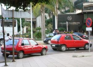 Fotografía de dos Petit Taxi en Casablanca