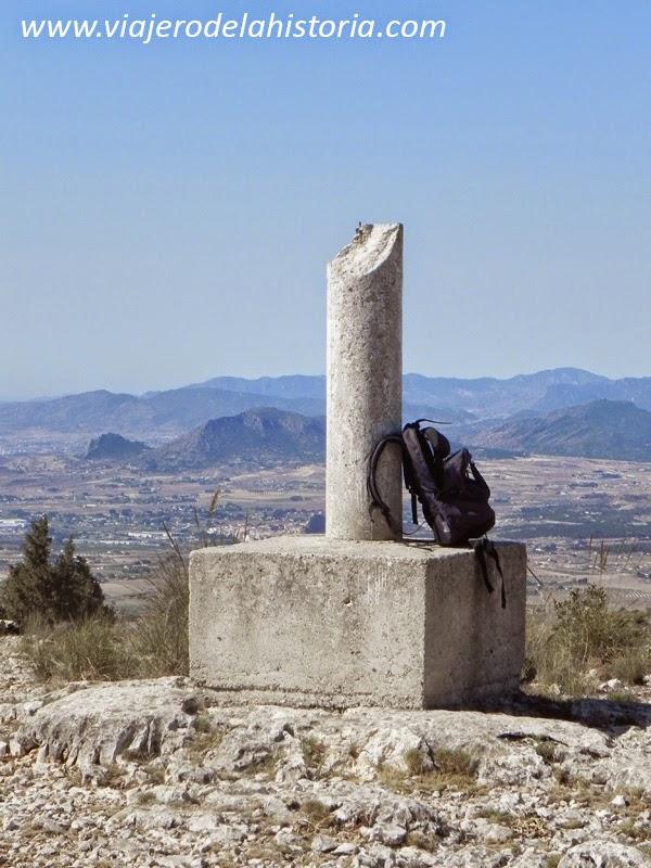 Fotografía del vértice geodésico de la sierra del Frare, Biar, Alicante