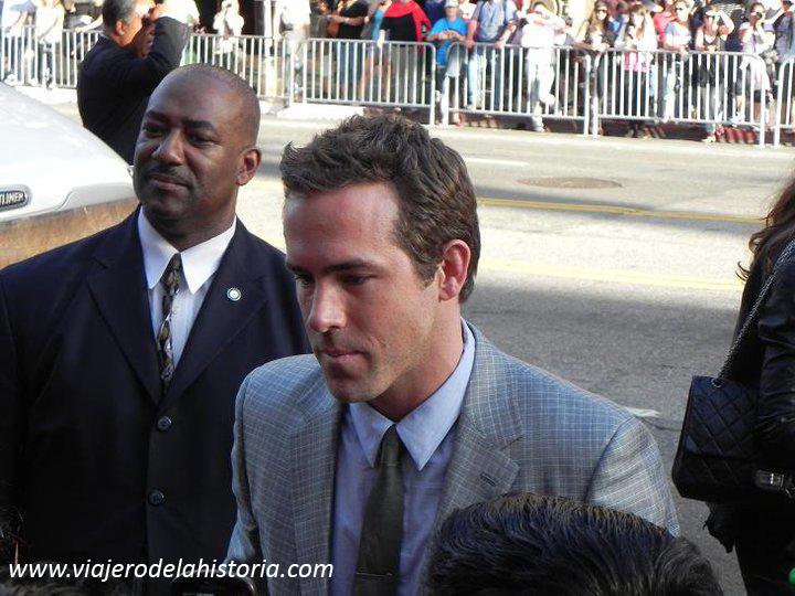 imagen de Ryan Reynolds en el estreno de Linterna Verde
