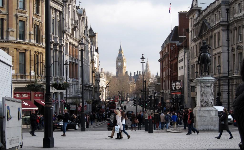 imagen del Big Ben visto desde Trafalgar Square, Londres, Inglaterra